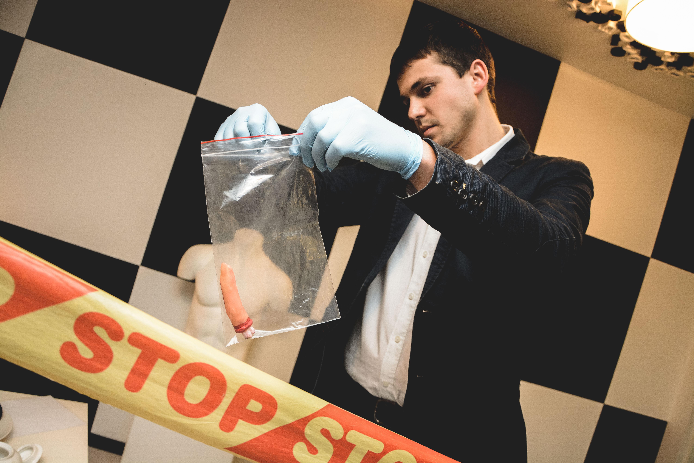 Įkalčių radimas kambaryje CSI